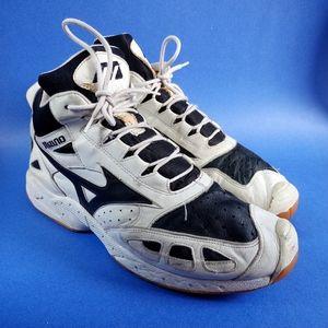 Vintage Mizuno Fencing Low Top Black & White Shoes